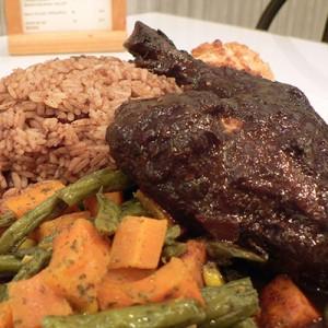 Jerk chicken plate - photo stu_spivack @ Wikipedia