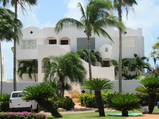 635998863901364142-Ten-white-buildings-with-all-suites-face-the-sea-credit-Melanie-Reffes