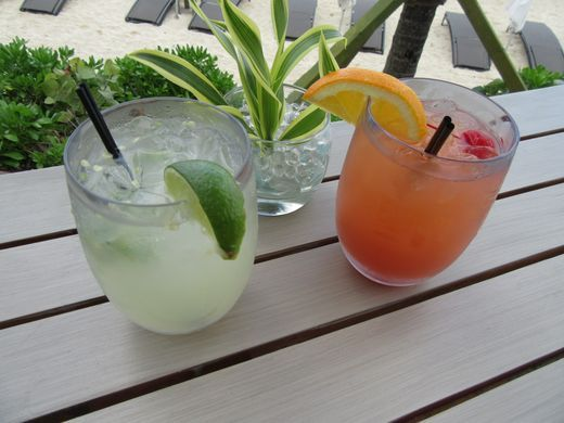 636204491979887428-Bamboo-Bar-cocktails-like-jalapeno-margaritas-and-fruity-rum-punch-credit-Melanie-Reffes