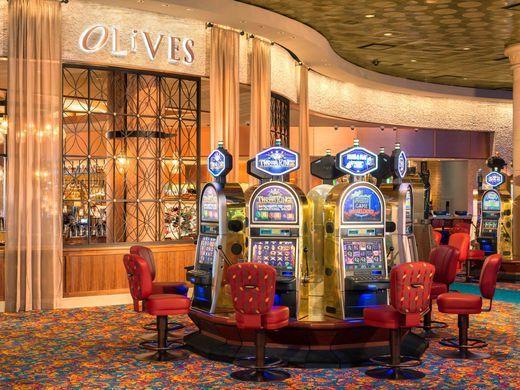 636246898155489384-Casino-slots-credit-Atlantis-Paradise-Island