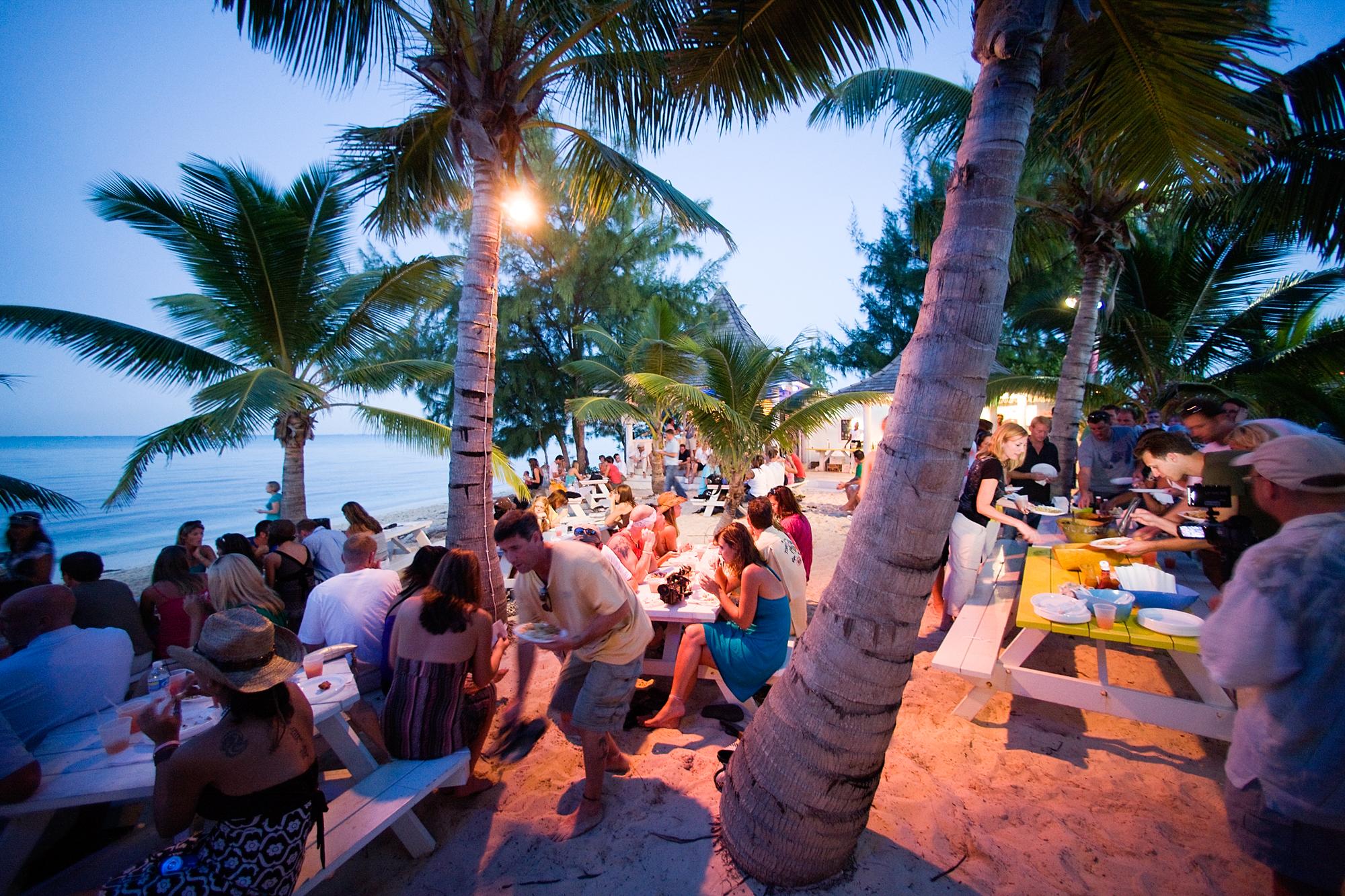Turks & Caicos visitors enjoy conch at Da Shack. Martin A Lingnau, Mermaid Pictures